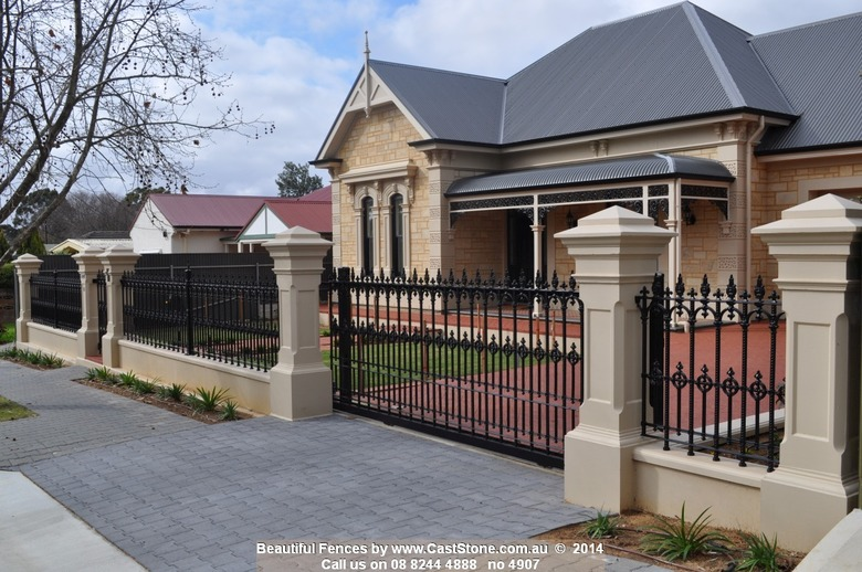 250 Base, 251 Shaft, 330 Cap 2 enhances traditional villa